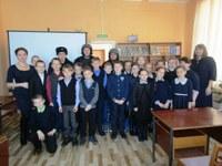 13 декабря в детском отделе Кизильской районной библиотеки для учащихся  школы № 1 был проведён урок мужества «На службе Отечеству»